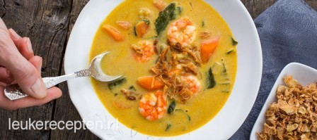 Currysoep met garnalen en paksoi